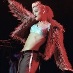 Gwen Stefani raises her hand.